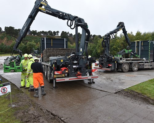 Laying a temporary road surface