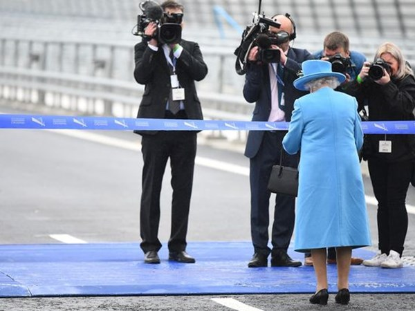 The Queen opening the Queensferry crossing